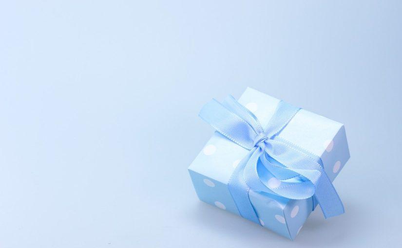 Niedrogi prezent dla dziewczyny – co kupić na Dzień Kobiet